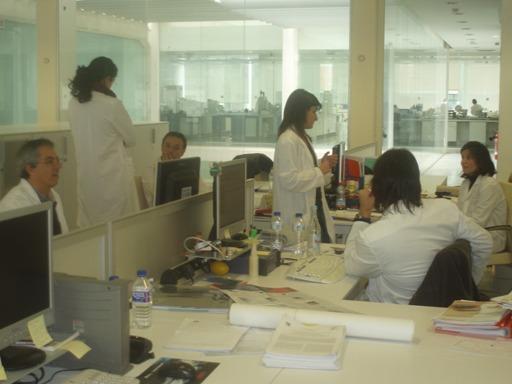 gente_trabajando_sala_tecnicos