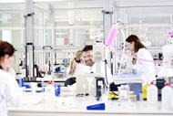 laboratorios_gente_trabajando